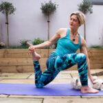 A Milano arriva il Doga: lo yoga con il cane